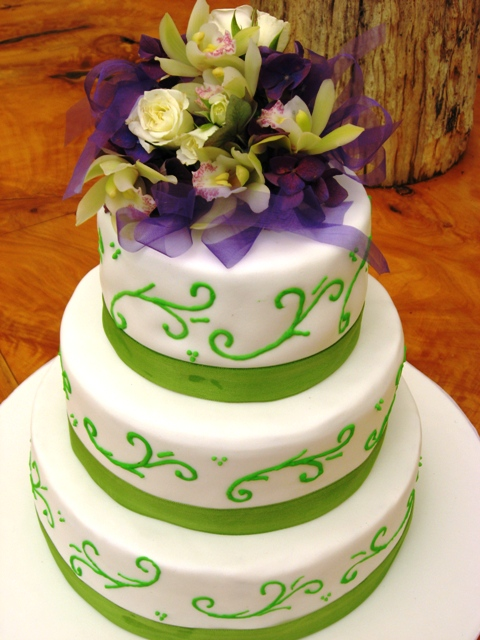 purple and lime green wedding cakes tortul de nunta verde before and after brides 18862